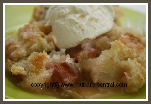 Easy Rhubarb Dessert Cobbler