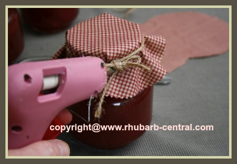 How to Make Bonnet Covers for Jars with Material