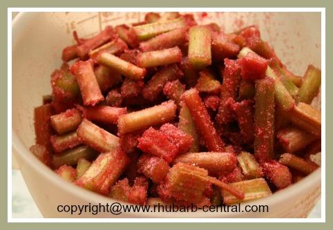 Make a Rhubarb Cake with Strawberry Jello / Gelatin