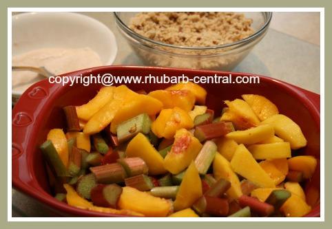 Making a Rhubarb Peach Fruit Crumble