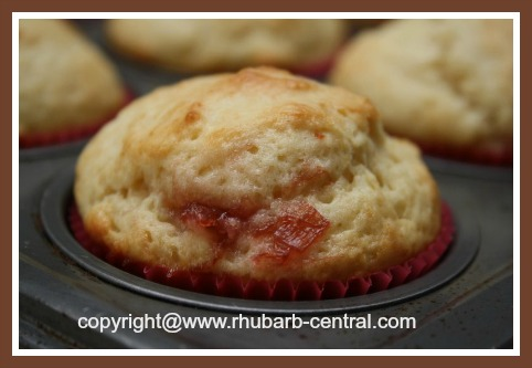 Recipe for Muffins with Jam Centers
