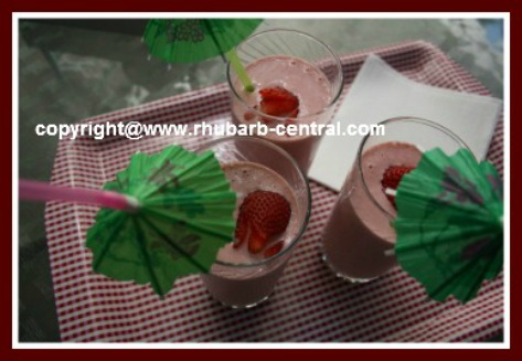 Rhubarb Berry Cheesecake Smoothie
