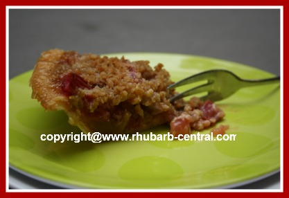 How to Make A Rhubarb Crumble Pie