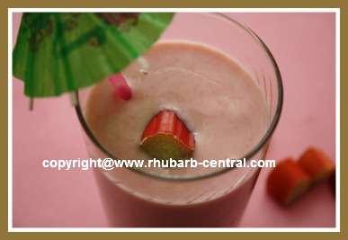 Rhubarb Smoothie with Yogurt