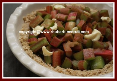 How to Make Healthy Rhubarb Crumble