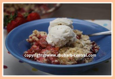Rhubarb Strawberry Crumble with Oatmeal