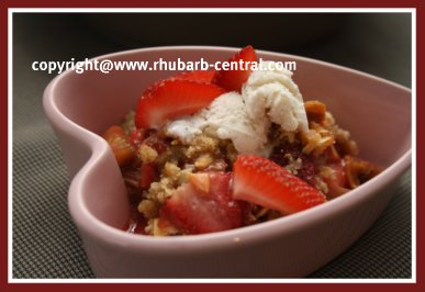 Rhubarb Strawberry Crumble/Almonds